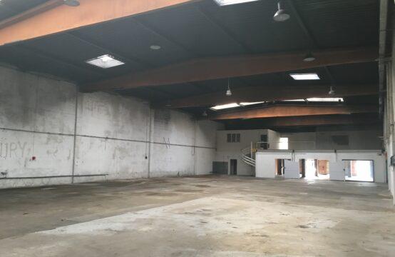 Entrepôt à rafraichir &#8211&#x3B; 1335 m²