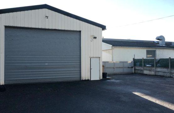 Locaux d'activités – 310 m² + Cour privative de 300 m²