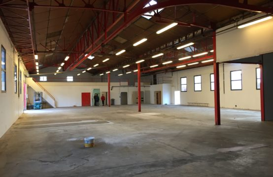 Entrepôt de 1179 m² sur 3300 m² de terrain