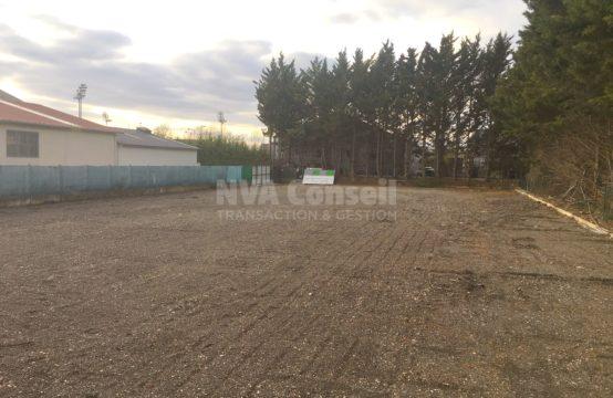 Terrain clôturé – 1 020 m²